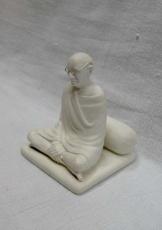 gandhi statue(prathna mudra)-800